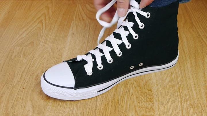 Теряешь время, если все еще завязываешь шнурки обычным способом. Так намного быстрее и удобнее.