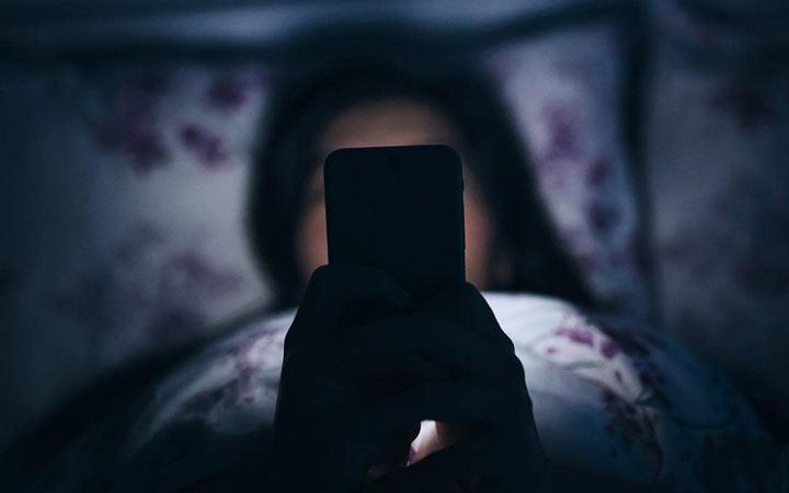 В кровати ночью онлайн
