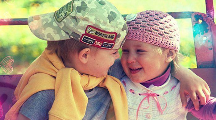 Мальчик и девочка познакомились в поезде. У них есть чему поучиться!
