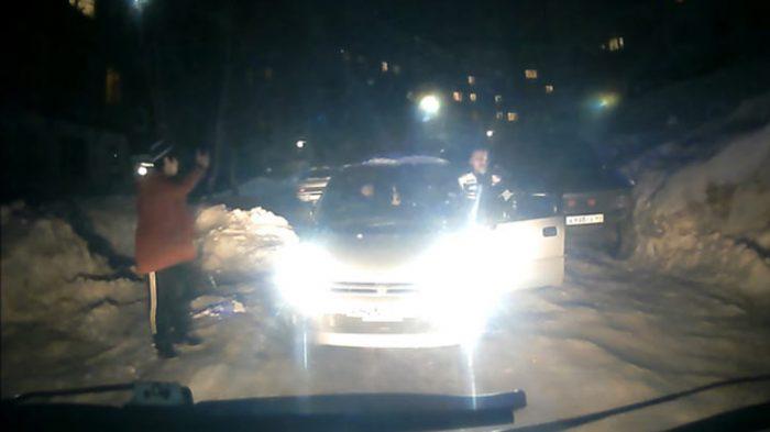 На Камчатке парень умер, не дождавшись скорой из-за того, что врачей не пропустили на дороге