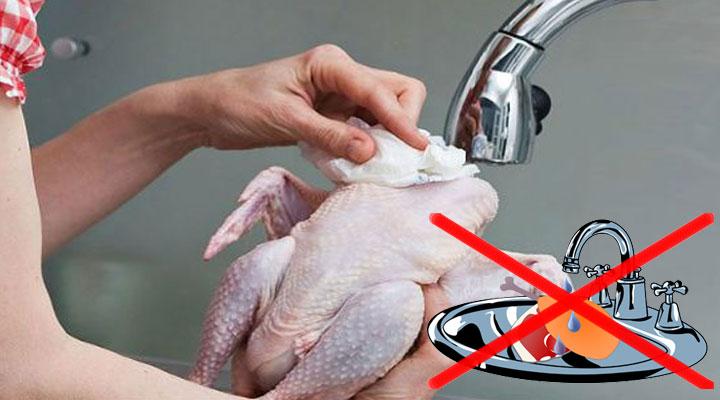 Если вы моете курицу перед приготовлением, обязательно прочтите эту статью!