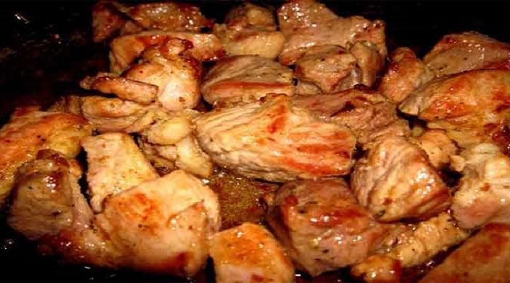 Она запекла в духовке мясо по-грузински. Гости не смогли отличить от шашлыка