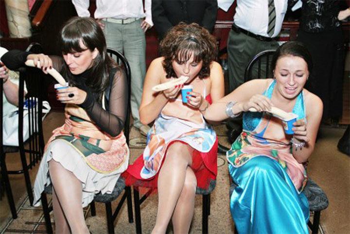 фото девушки дают на корпоративе