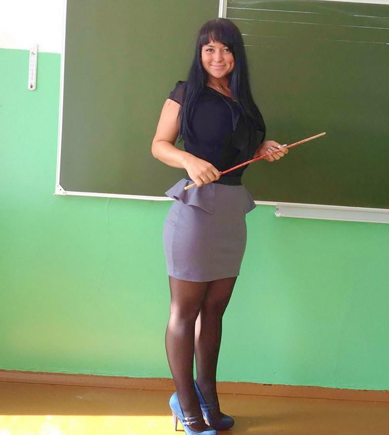 подглядывать за учителем на уроке