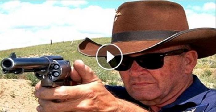 Это самый быстрый стрелок из револьвера в мире! Такого я еще не видел…