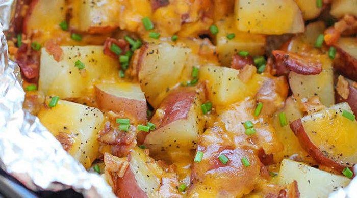 Самый простой способ приготовить нежную, ароматную и очень сырную картошку!