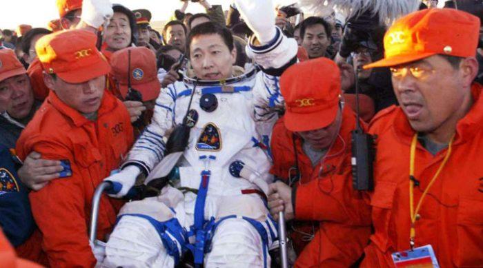 Этот китайский космонавт, вернувшись на Землю принес ошеломляющее известие!