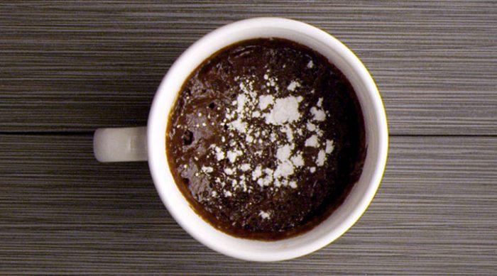 Смешайте всего 3 ингредиента и через 5 минут готов вкуснейший шоколадный тортик