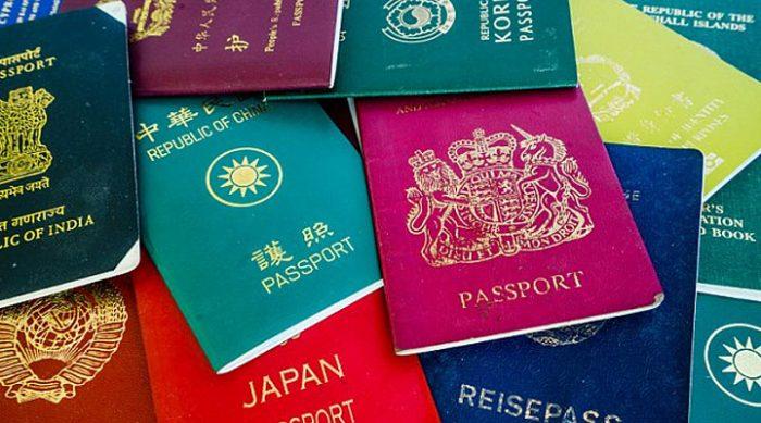 Есть всего 4 цвета паспортов во всём мире. И вот что это значит!