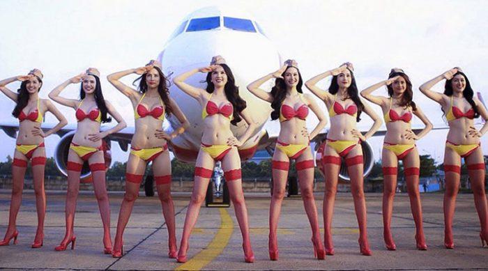 Стюардессы в бикини заработают первый миллиард владелице авиалиний