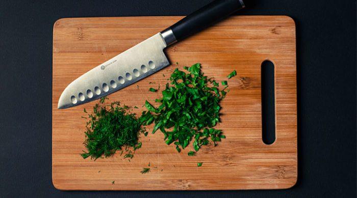 Вот почему на кухне нужно использовать только деревянную разделочную доску!