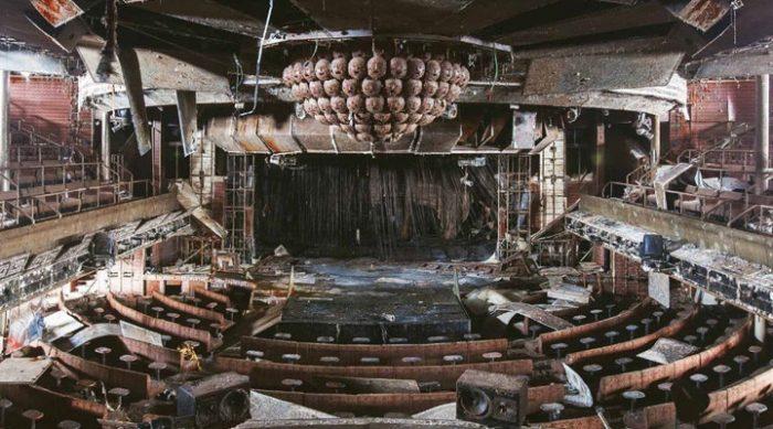 Корабль-привидение: фотограф проник на борт затонувшего лайнера Коста-Конкордия и вот что там увидел…