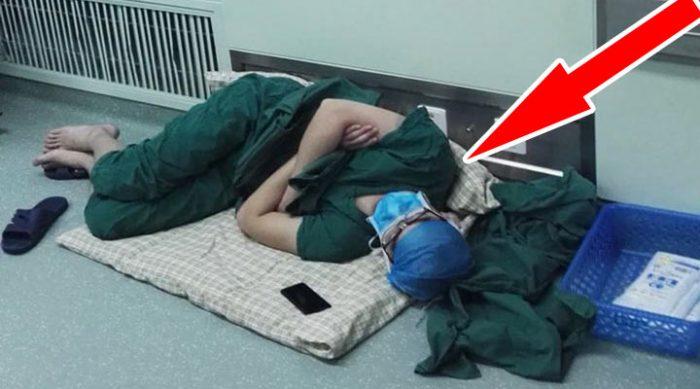 Этого хирурга сфотографировали спящим на полу после 28-часовой смены. Фотографии моментально облетели весь мир!