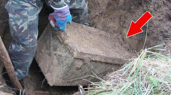 Во время раскопок археологи нашли покрытый грязью ящик. Лучше бы они его не открывали!