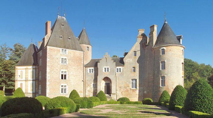 Старинный французский замок всего за 1 евро? Такой шанс может появиться в октябре!