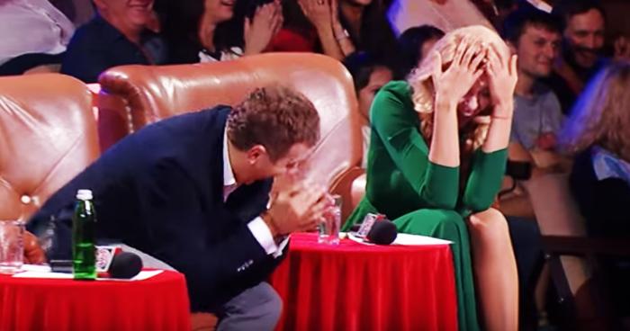 Увидев будущего тестя, жених потерял дар речи. Этот номер довел зал до истерики! (Видео)