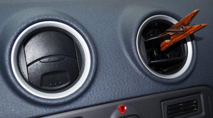 Вот для чего тысячи водителей крепят прищепку на решетку вентиляции. Потрясающая идея!