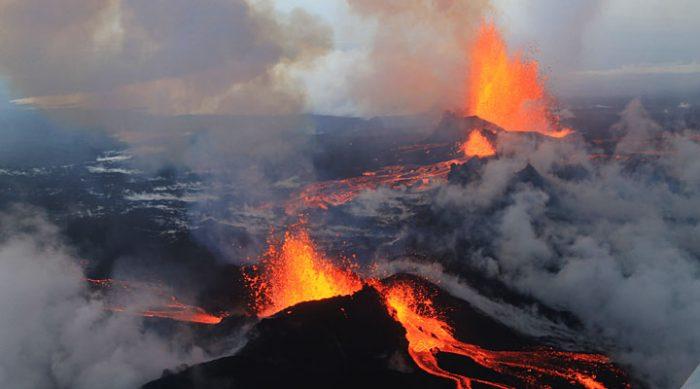 Это может парализовать всю Европу. Специалисты предупреждают об угрозе извержения огромного вулкана
