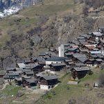 Власти этой швейцарской деревни готовы заплатить 20 тысяч евро каждому, кто переедет сюда жить!