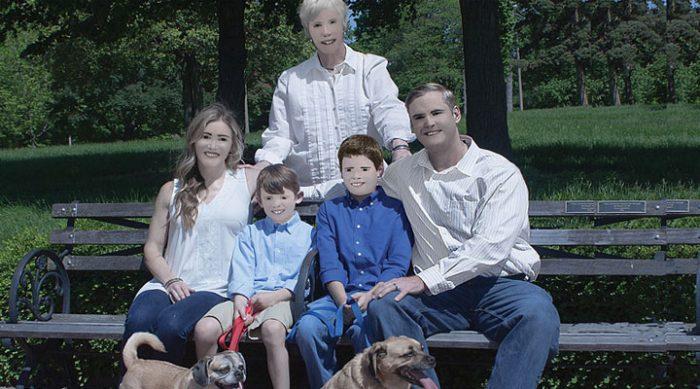 Семья заказала профессиональную фотосессию, а через 8 месяцев все заплакали от смеха. Только посмотрите на это!