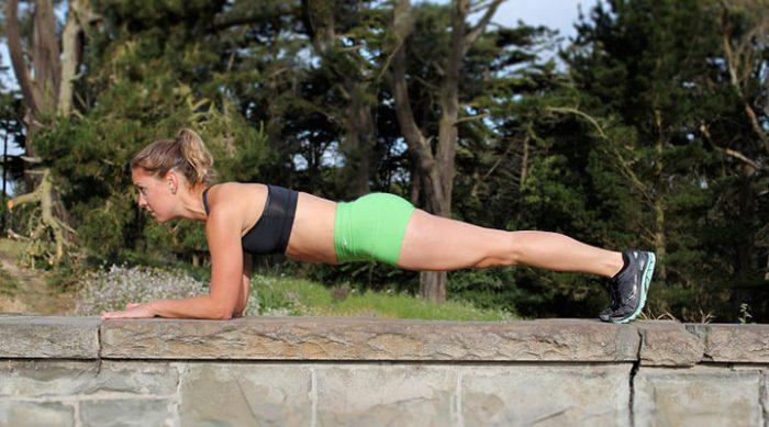 Будьте готовы к лету! 5 эффективных тренировок для похудения, которые занимают не более 30 минут