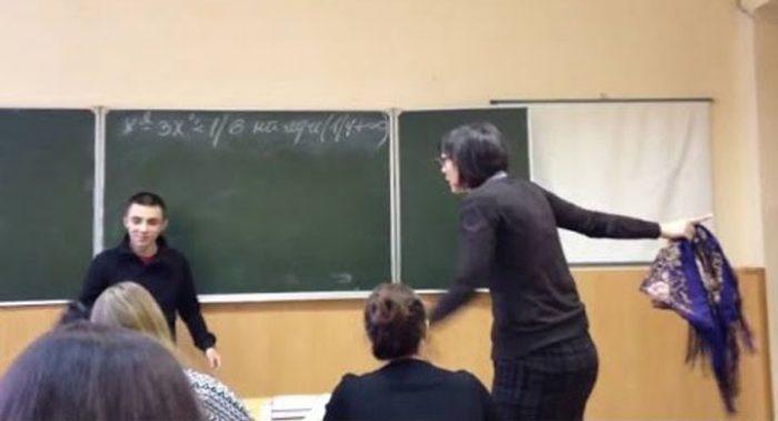 Малолетний хулиган издевался над учительницей. Посмотрите, что произошло дальше…