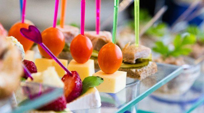 8 идей закусок для вечеринки, которые понравятся всем