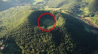 Чудо Святой Маргариты: эта часовня построена прямо внутри вулкана!