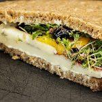 7 рецептов полезных бутербродов, которые стоит взять с собой в дорогу