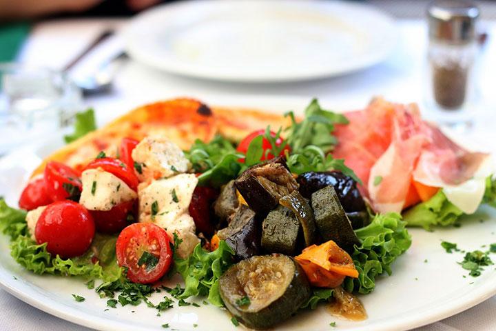 Салат с сырыми баклажанами