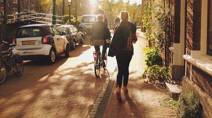 Польза ходьбы: 7 неожиданных причин больше ходить пешком