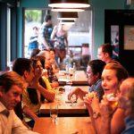 Правила этикета за столом: 5 пунктов, о которых все забывают