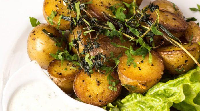 Как приготовить молодой картофель: 7 вкуснейших способов