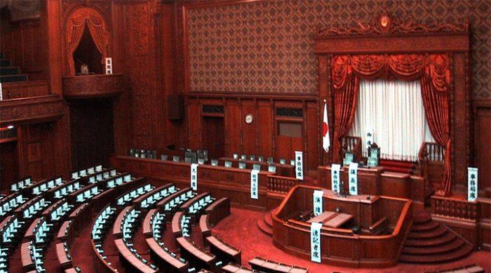 Японский парламент сокращает себе зарплату на 20%, чтобы помочь стране справиться с экономической ситуацией